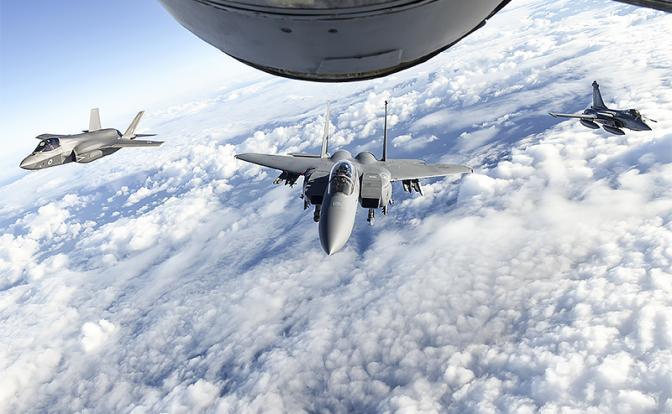 Война в воздухе: Авиация НАТО задавит Су и МиГи числом
