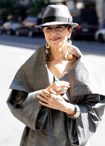 Стильная модница зрелого возраста