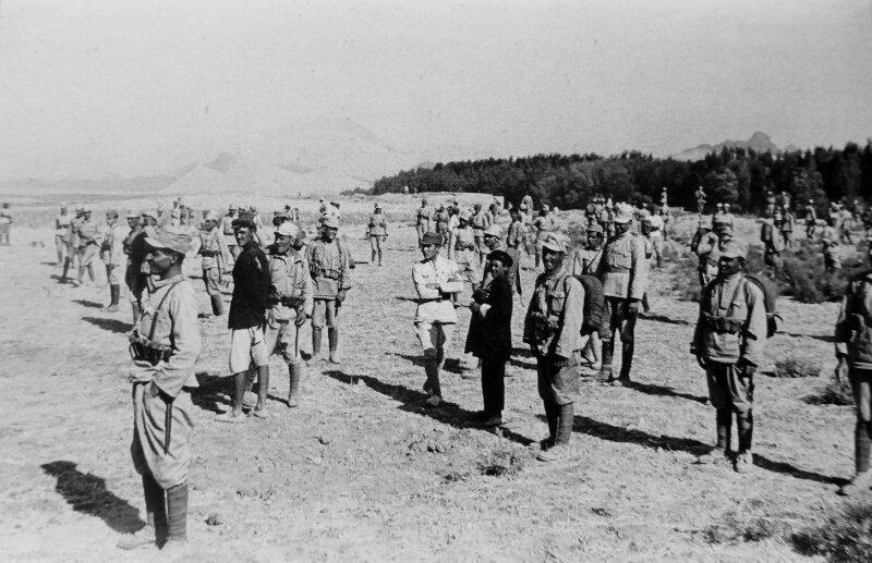 Солдаты Иранской армии перед сдачей в плен в районе города Казвин. 25.08.1941 г. #Фотографии, #история, #факты, .война