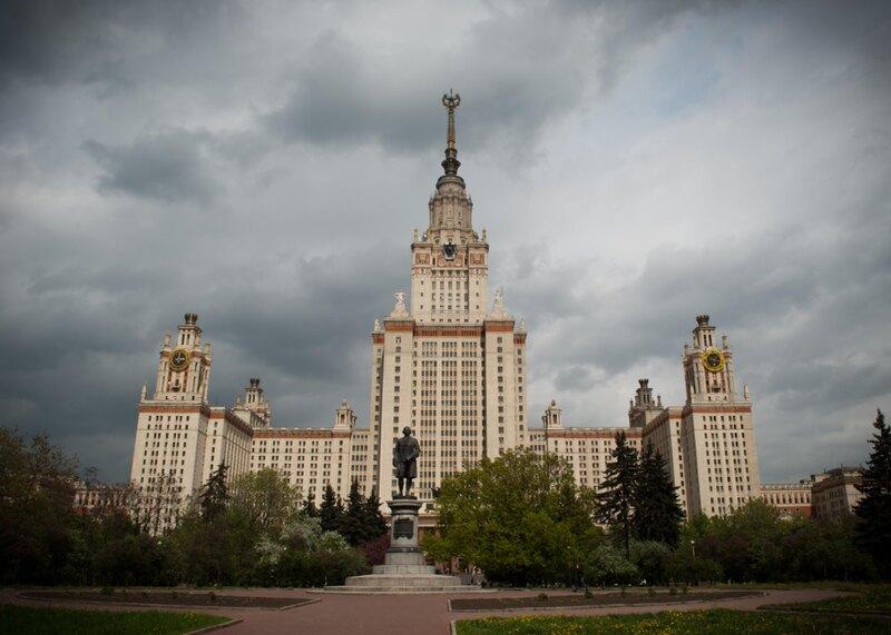 Без башни: «закопанный робот», НЛО и другие технологичные здания СССР
