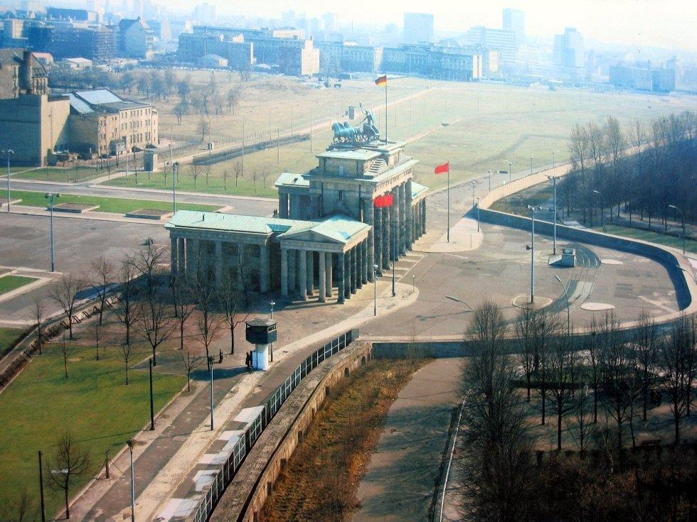 Линия, разделявшая Германию: Берлинская стена