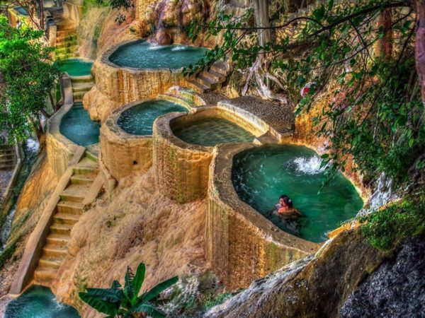 Пещеры и бассейны Толантонго в Мексике