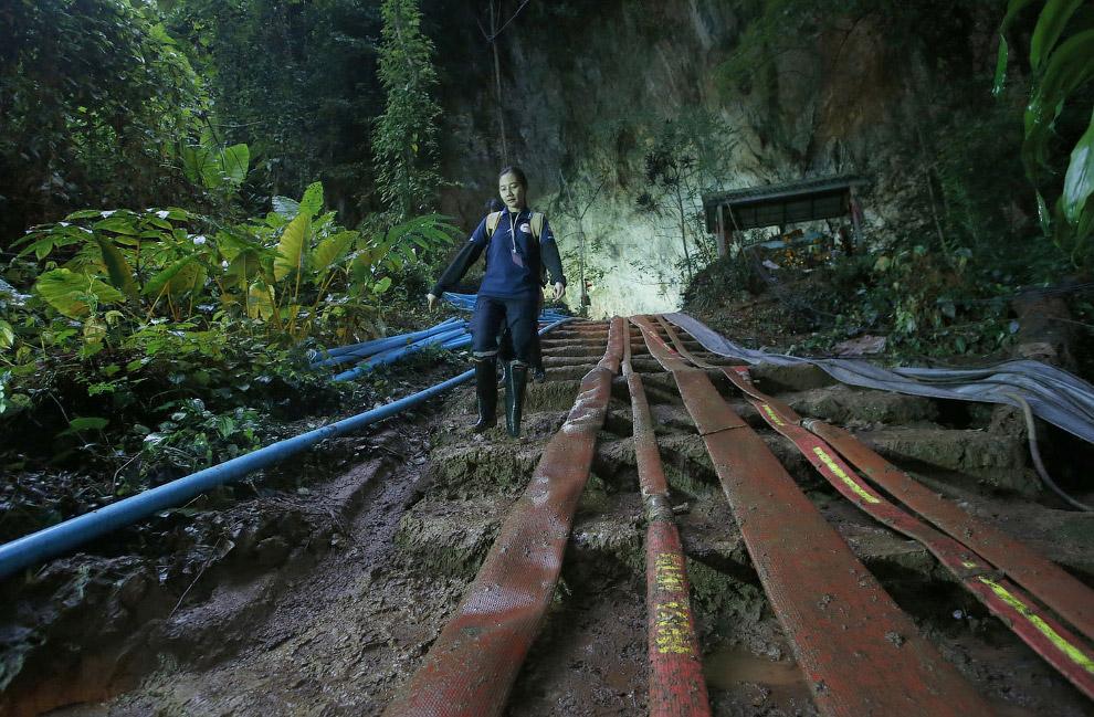APTOPIX Thailand Cave Search Photo Gallery