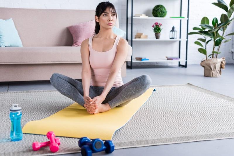 Техника выполнения японского упражнения для ног и бедер