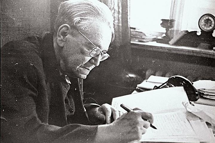 Маршак гостил на даче Горького два года, а «Рассеянного с улицы Бассейной поэт «списал» с себя самого