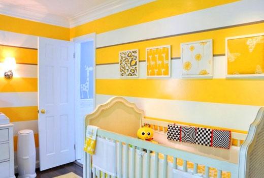 Желтые полоски на стенах детской комнаты