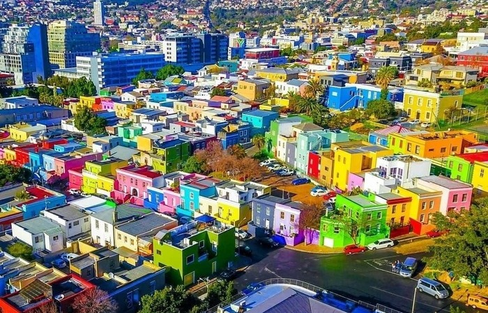 Синий город и Конфетная улица: 15 самых красочных мест на планете, созданных человеком