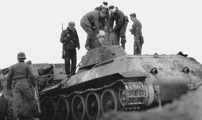 г. Калинин 18 октября 1941 года советский танк вышел из строя. Экипаж взят в плен. Дальнейшая судьба неизвестна. интересно, история, фото