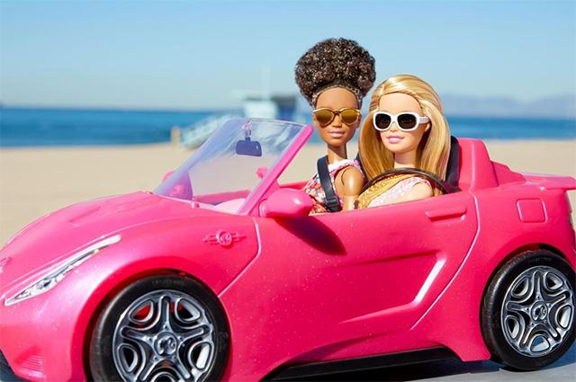 С Лагерфельдом на дружеской ноге: как Барби стала своей в мире моды новости моды