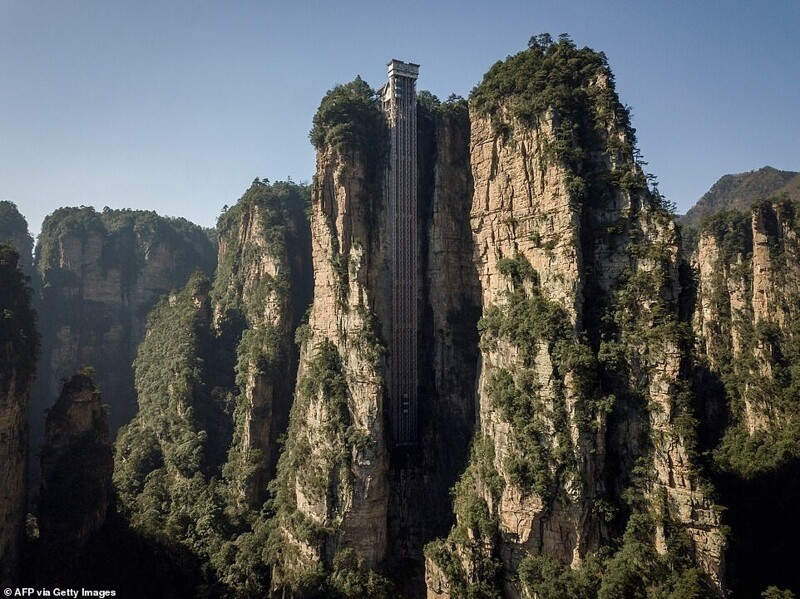 Лифт Ста драконов: головокружительная достопримечательность Китая