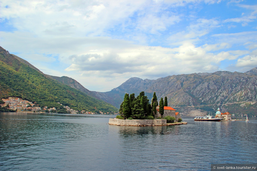 Кстати, после венецианцев этой красотой владели французы, австрийцы... это если не упоминать вездесущих турков. Как понимаете, Черногория была лакомым кусочком для многих.
