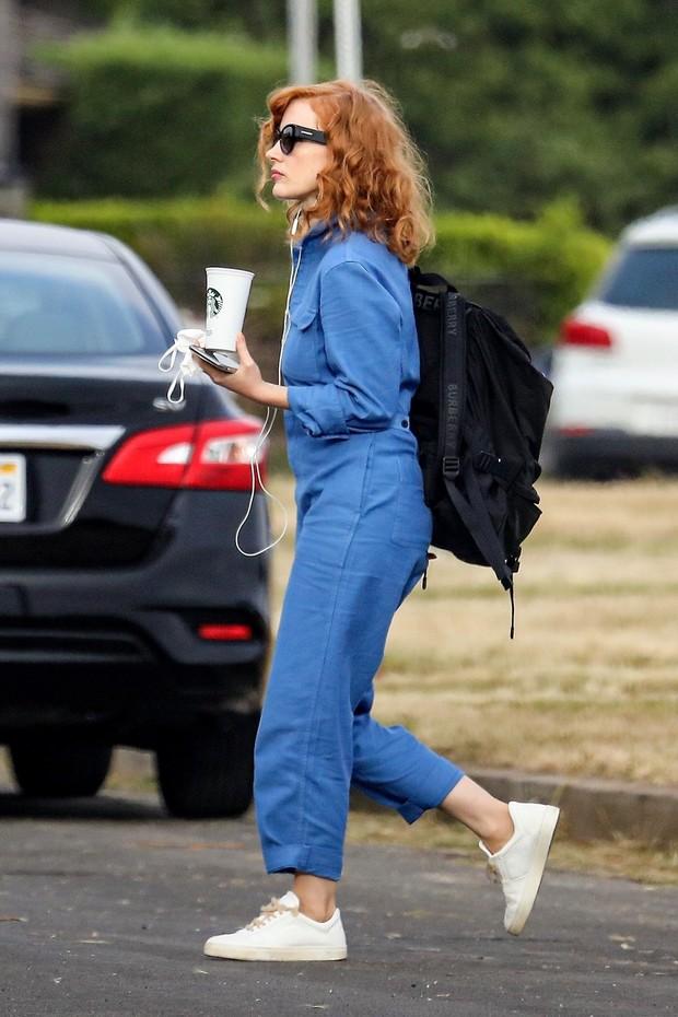 Современные Золушки носят не голубое платье, а синий рабочий комбинезон — как Джессика Честейн (фото 1)
