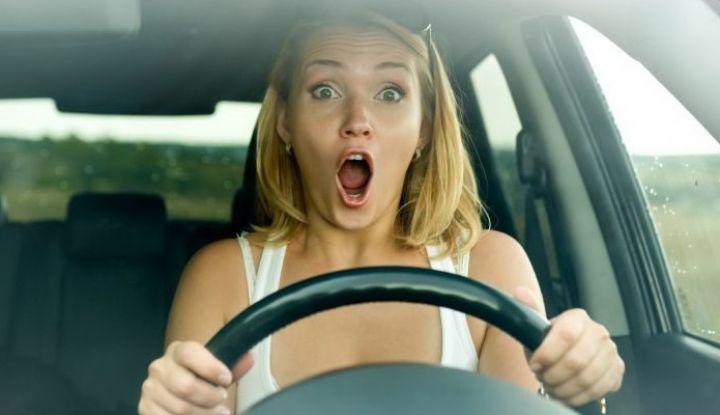 Предложение девушки для решения проблемы в автошколе было очень смешным водители,юмор