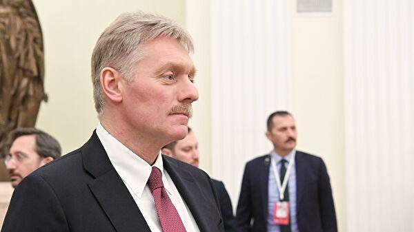 """Песков не стал комментировать продажу """"Роснефтью"""" активов в Венесуэле"""
