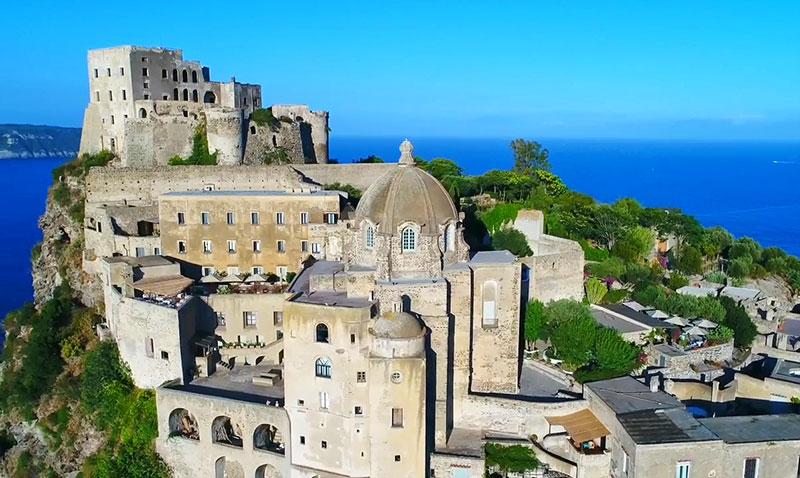 http://ostrov-ischia.ru/wp-content/uploads/2018/04/Castello-Aragonese-Ischia-Italia-4.jpg