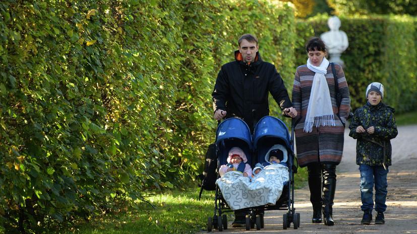 Путину предложили платить в России семьям с четырьмя детьми по 100 тысяч рублей в месяц