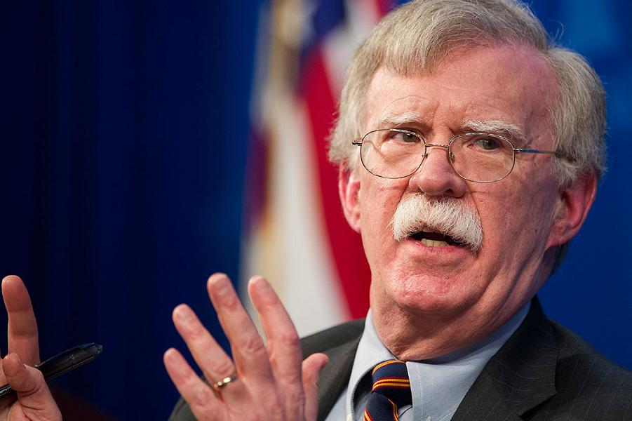 Болтон обвинил Россию в краже гиперзвукового оружия