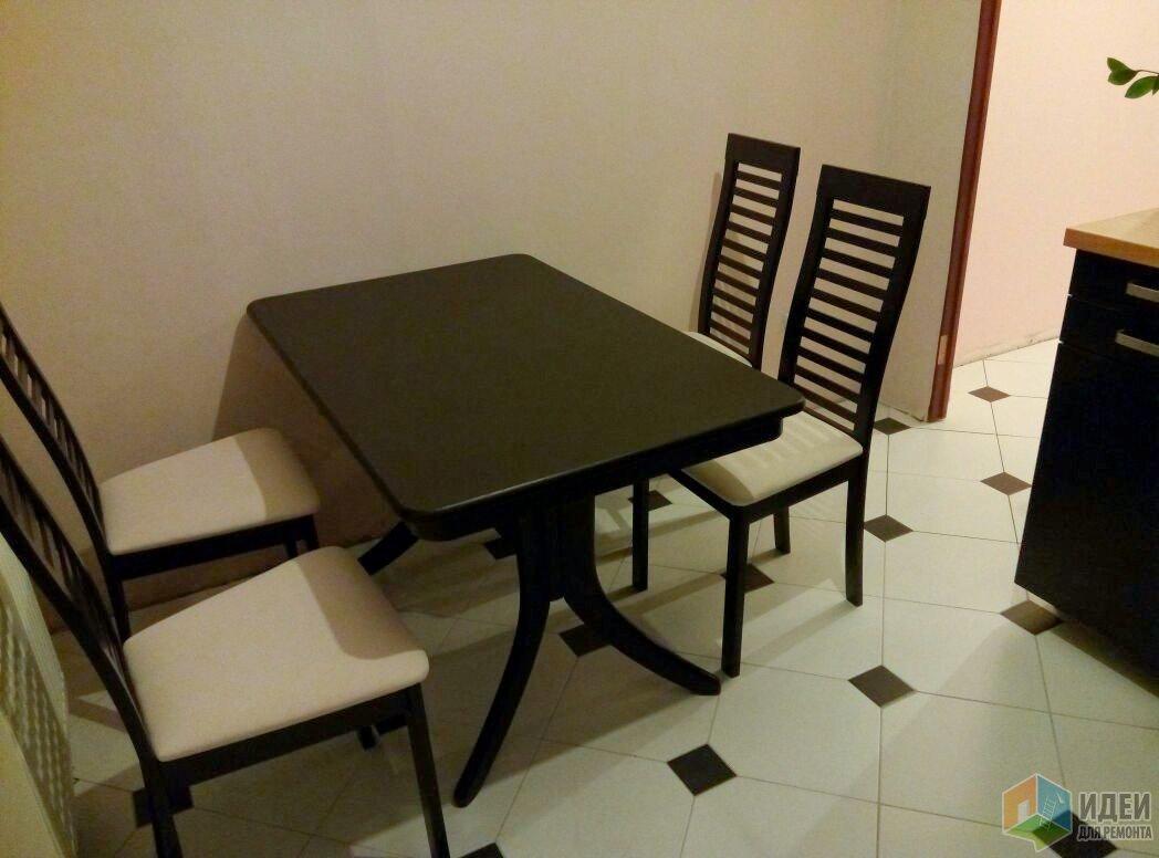 Только приехали стол и стулья