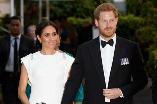 Меган Маркл и принц Гарри в вечерних нарядах посетили торжественный прием в резиденции короля Тонга