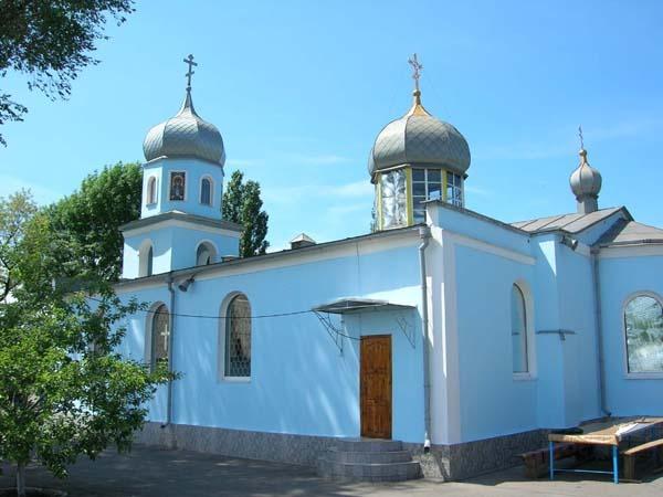 Свято-Вознесенский храм УПЦ МП подвергся поджогу и осквернению нацистскими надписями