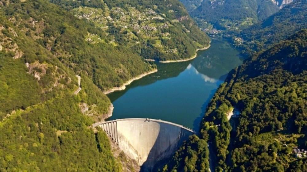Вертолёт столкнулся с дроном в долине Верзаски в Швейцарии
