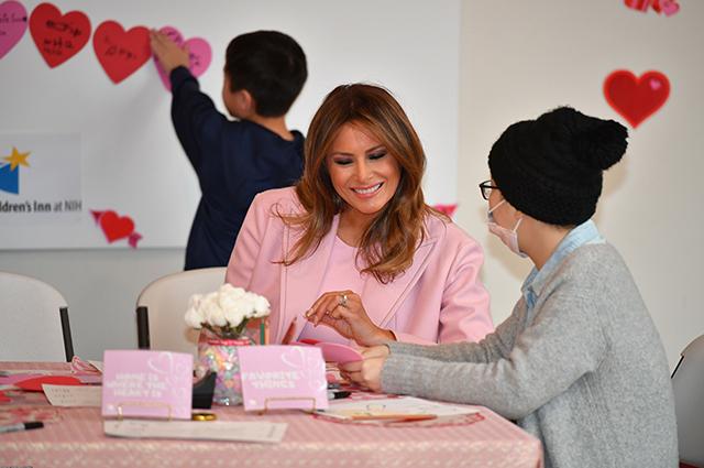 Мелания Трамп посетила детский госпиталь в День святого Валентина