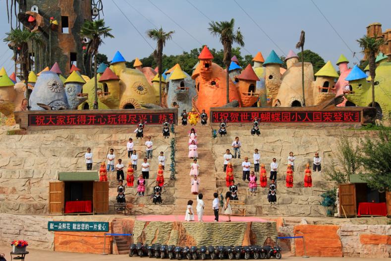 «Империя маленьких людей»: фото шокирующего парка в Китае, который возмутил весь мир китай,путешествия,развлечения