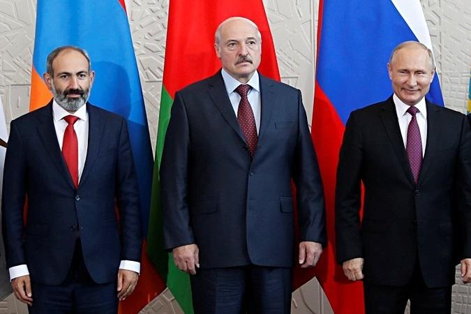 Выступая против Лукашенко, Пашинян дает сигнал Путину