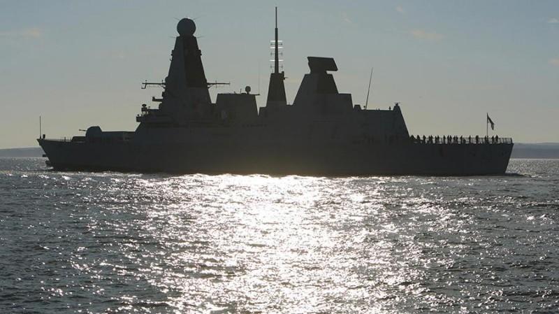 По Черному морю плавает ржавое британское корыто
