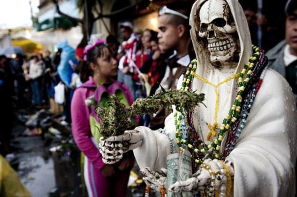 А кому будешь молиться ты? Несколько необычных «народных святых», не признанных ни одной церковью