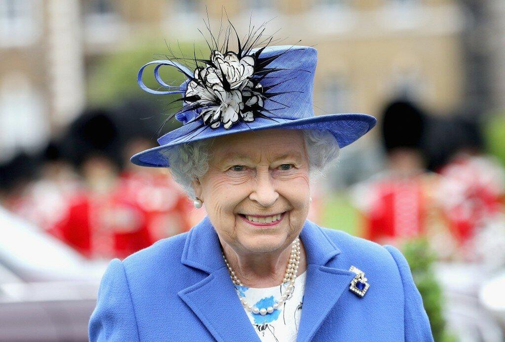 Как королева Великобритании держит хорошую форму в 93 года
