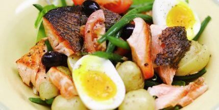Салат «Нисуаз» с лососем