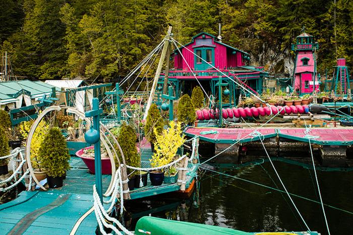 Семья из Канады построила себе остров