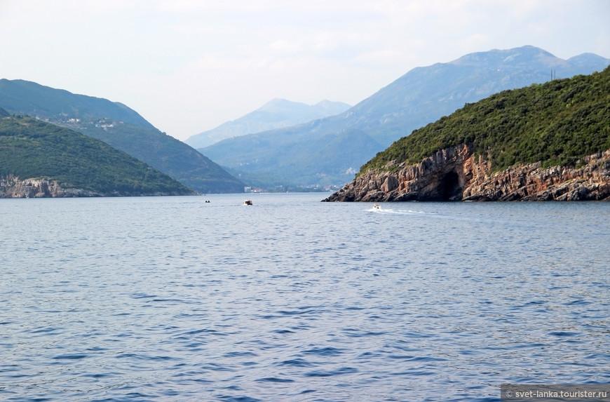 В Черногории морская прогулка просто обязательна! Многие красоты можно увидеть только с воды.