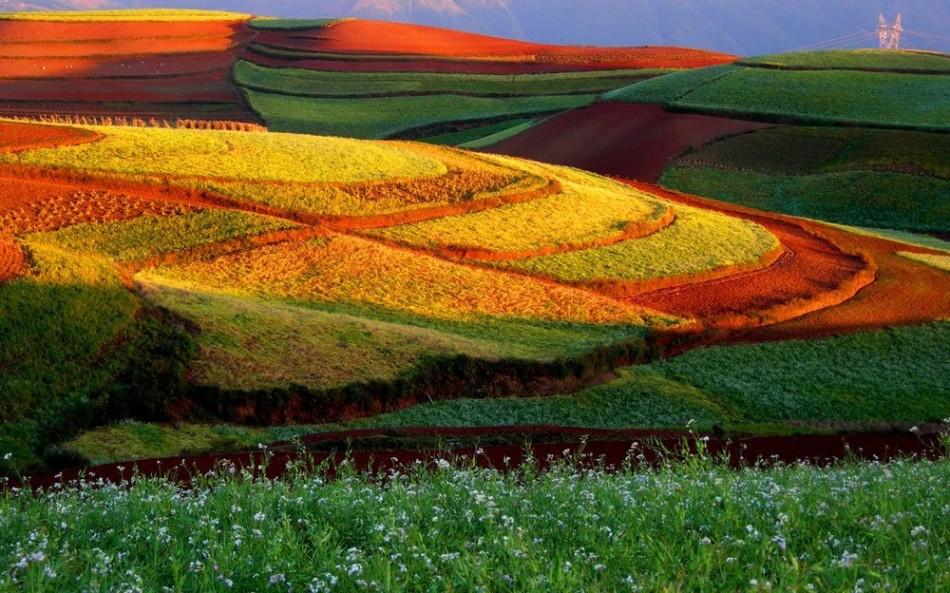 Очаровательные Красные земли в Китае