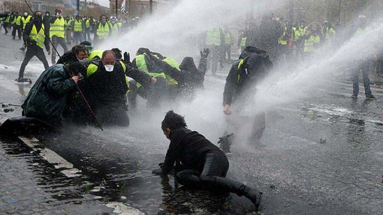 Монтян: Почему «честные СМИ» молчат о зверствах «Беркута» во Франции?