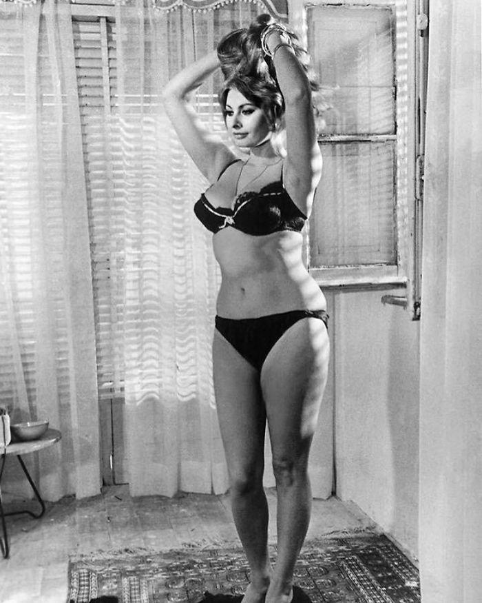 """1. Софи Лорен, 1965 г.: """"Я предпочитаю есть пасту и пить вино, а не носить нулевой размер"""" Instagram, звезды, знаменитости, знаменитости в молодости, известные, редкие фото, селебрити, старые фото"""