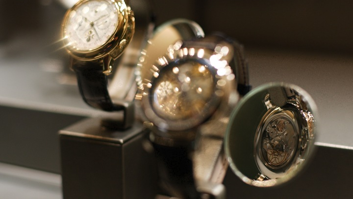 Часы с золотом и алмазами: Иркутская чиновница оказалась в 11 раз богаче «быдла»