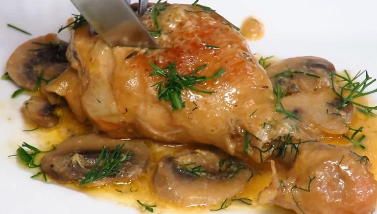 Нежные куриные ножки в грибном соусе: вкусный ужин для всей семьи