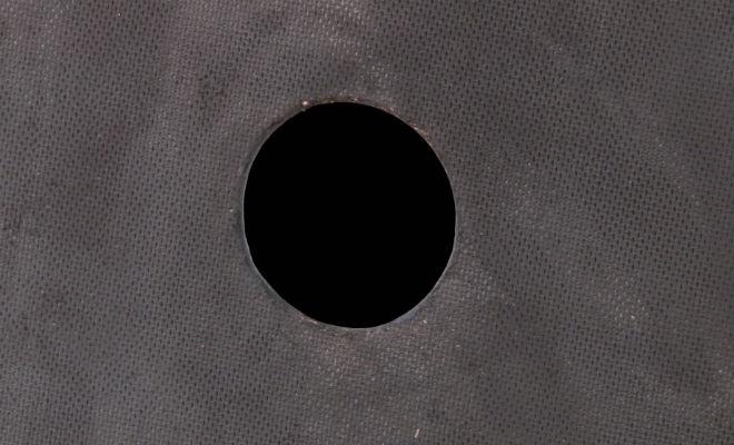 Превращение белого цвета в черный: физик показал эксперимент в лаборатории Культура