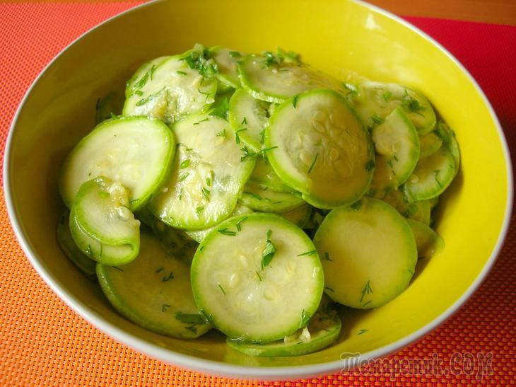 Малосольные кабачки с соевым соусом за 7 минут