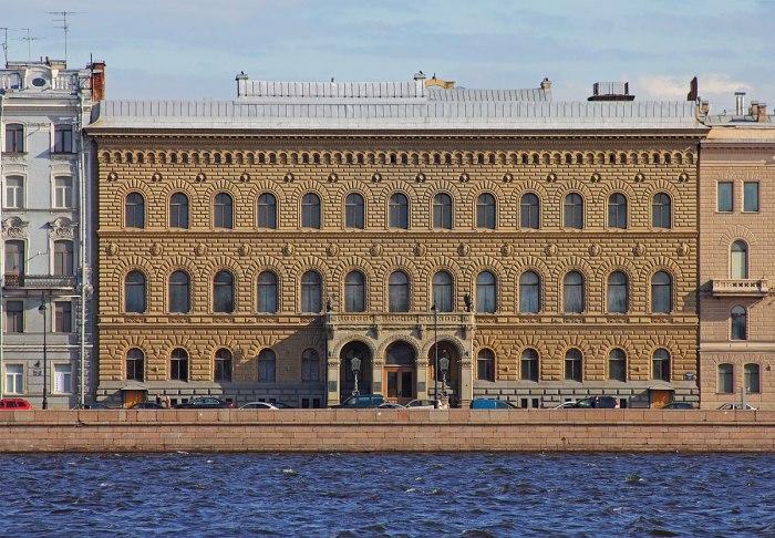 Как русская  реликвия дома Романовых оказалась на голове королевы Великобритании история России