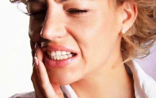 Картинки по запроÑу Как избавитьÑÑ Ð¾Ñ' трещин в уголках губ: лайфхаки от ÑкÑпертов