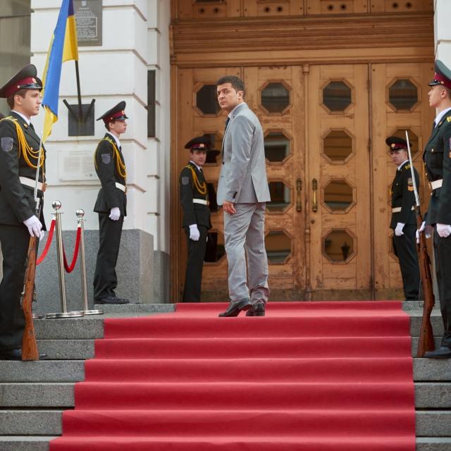 Президент Украины Василий Петрович Голобородько у входа в Верховную Раду