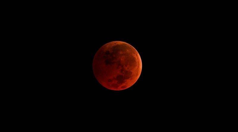 Гигантская суперкровавая луна осветит небо в январе. И вот что нужно знать об этом