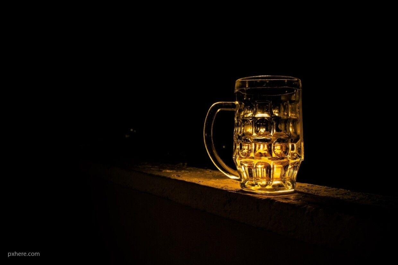 Пьяный барнаулец выстрелил в друга из-за пивной кружки