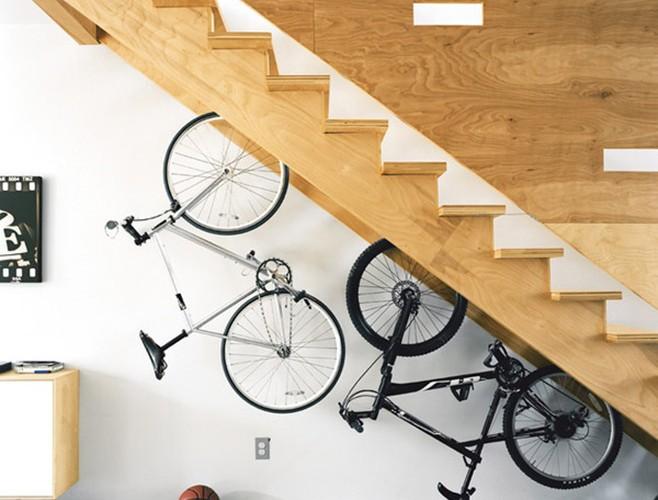Что под лестницей?