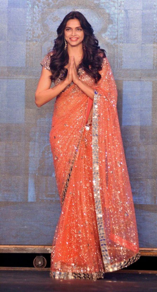 15 волшебных образов индийских актрис в национальных костюмах Индии, КапурДипика, индийских, собрать, решили, материале, нарядахВ, аутентичных, именно, внимание, Культура, образов, хотелось, менее, Америки, Европы, жительниц, гардеробасреднестатистических, отличается, слишком