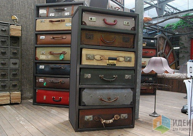 Комод из старых чемоданов? Ага! Не малую сумму стоит кстати))) это дизайнерская ВЕСЧЬ!