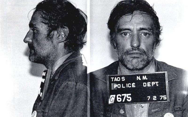 Деннис Хоппер. 1975 год. Неосторожная езда, приведшая к аварии. арест, звезды, полиция, правонарушение